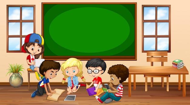 Muitas crianças aprendendo em sala de aula