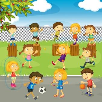 Muitas crianças brincando no parque