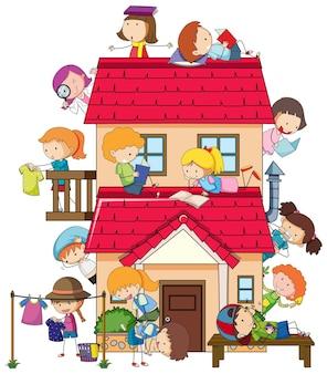Muitas crianças fazendo atividades diferentes pela casa