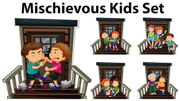 Muitas crianças maliciosas na porta da frente