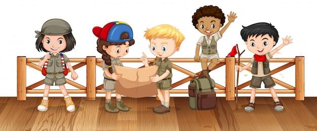 Muitas crianças na ponte