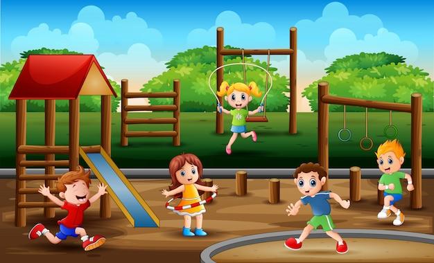 Muitas crianças se exercitando no parque