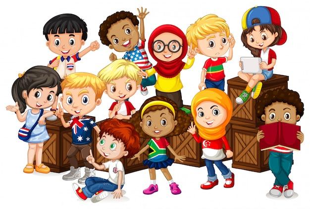 Muitas crianças sentadas em caixas de madeira