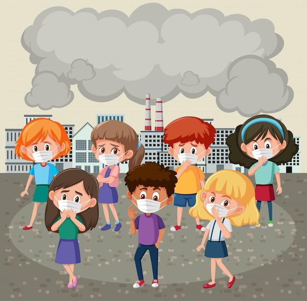 Muitas crianças vestindo máscara na frente de edifícios da fábrica