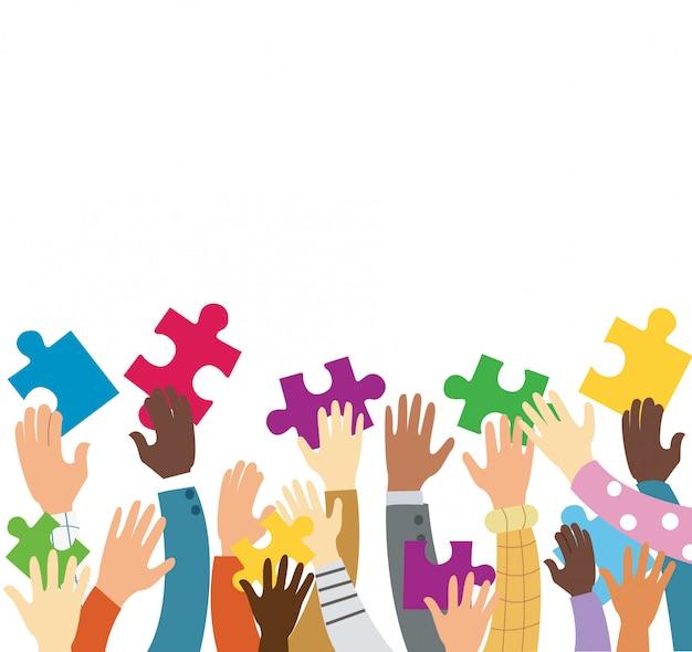 Muitas mãos segurando peças de quebra-cabeça colorido