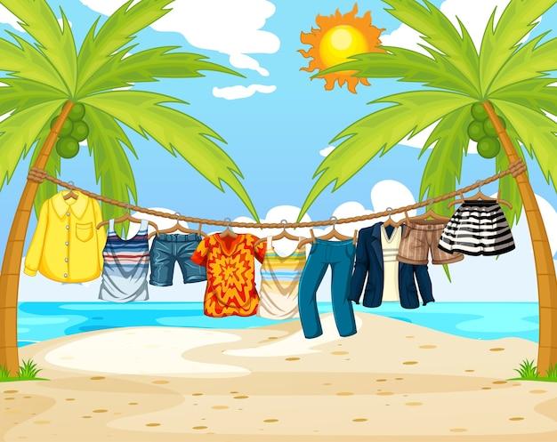 Muitas roupas penduradas em um varal na cena da praia