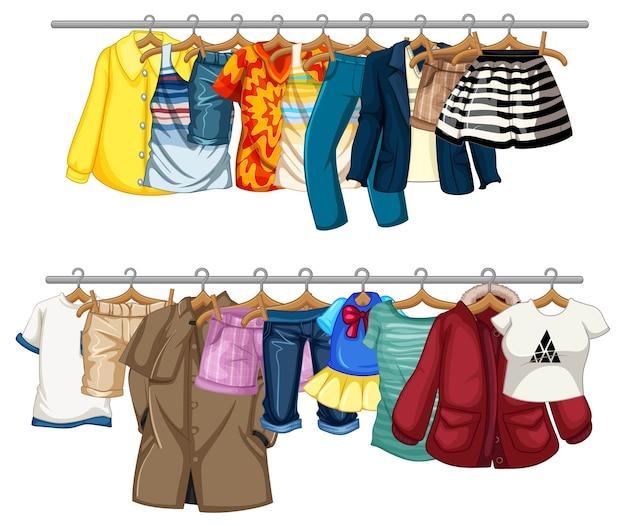 Muitas roupas penduradas em um varal