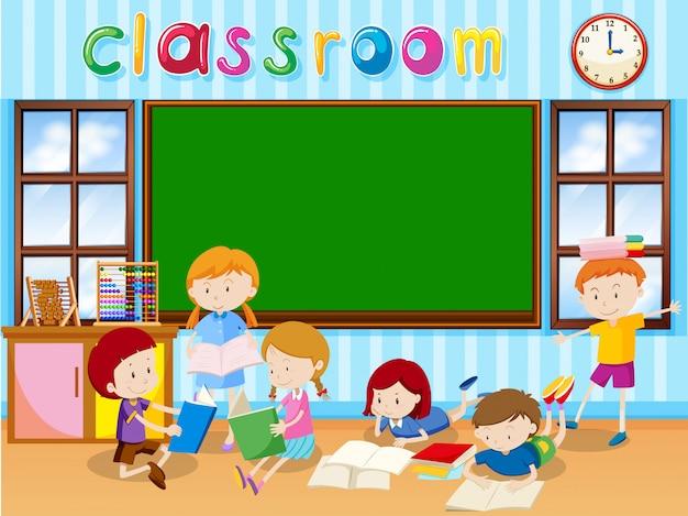 Muitos estudantes lendo livro na sala de aula