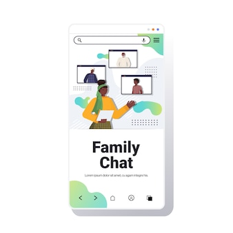 Mulher afro-americana tendo uma reunião virtual com membros da família no navegador da web videochamada comunicação online