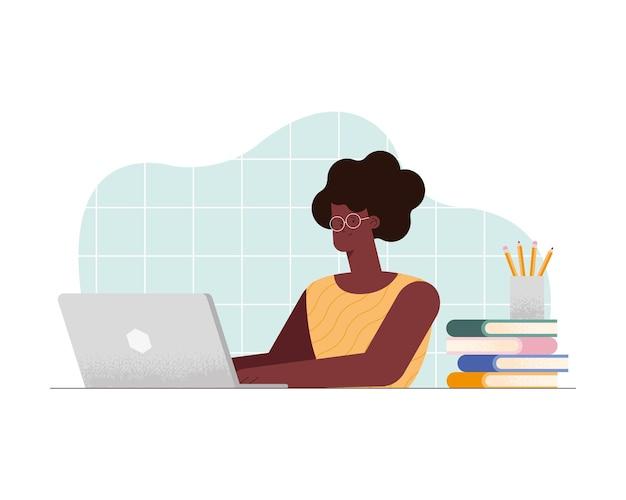 Mulher afro na aula virtual