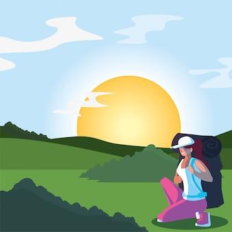Mulher alpinista com saco e paisagem