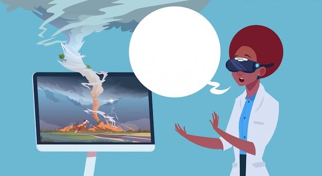 Mulher americana africana, em, virtual, 3d, óculos, observar, transmissão, de, tornado, furacão, dano, notícia notícia, sobre, tempestade, waterspout, em, campo, desastre natural, conceito