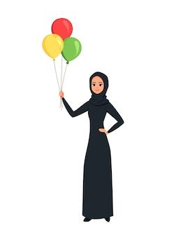 Mulher árabe segurando balões coloridos na mão