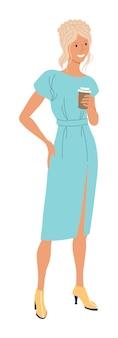 Mulher bebendo café. positiva sorridente jovem loira com vestido de moda, apreciando a bebida de café em pé sobre fundo branco. ilustração isolada de personagem de pessoas