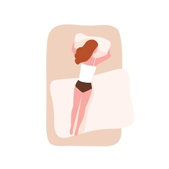 Mulher bonita e engraçada dormindo de bruços e abraçando o travesseiro. personagem feminina adormecendo em casa. jovem garota deitada em uma cama confortável. vista do topo. ilustração em vetor colorido plana dos desenhos animados.