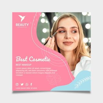 Mulher bonita usando maquiagem em flyer quadrado