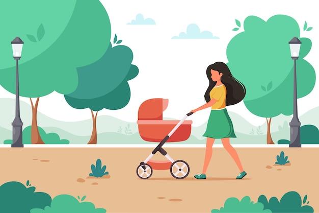 Mulher caminhando com carrinho de bebê no parque da cidade. atividades ao ar livre