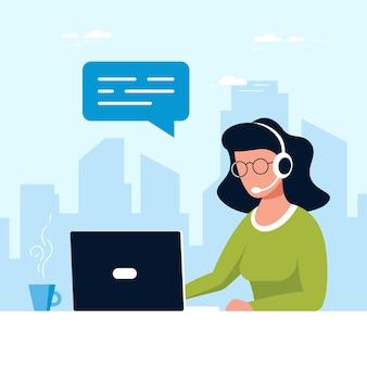 Mulher caucasiana com laptop e fones de ouvido com microfone. conceito de suporte técnico, assistência, call center e atendimento ao cliente. ilustração em vetor estilo simples