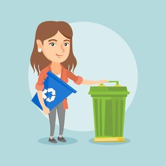 Mulher caucasiana com lixeira e lixo pode.