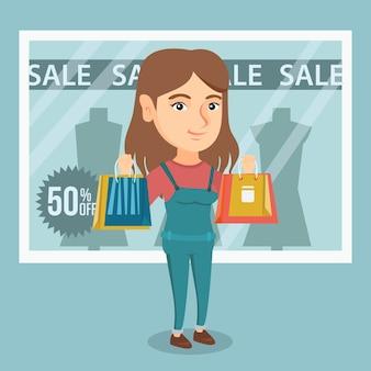 Mulher caucasiano nova que compra na venda.
