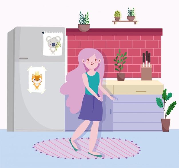 Mulher com balcão de geladeira na cozinha