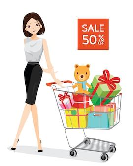 Mulher com carrinho de compras cheio de presentes