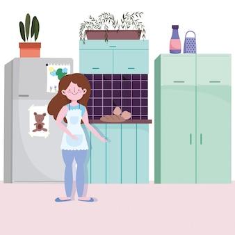 Mulher com comida cozida na cozinha