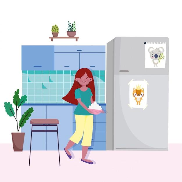Mulher com comida de tigela na cozinha