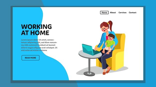 Mulher com criança trabalhando em casa