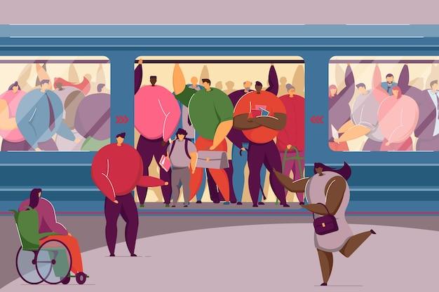 Mulher com deficiência se espremendo em um trem lotado