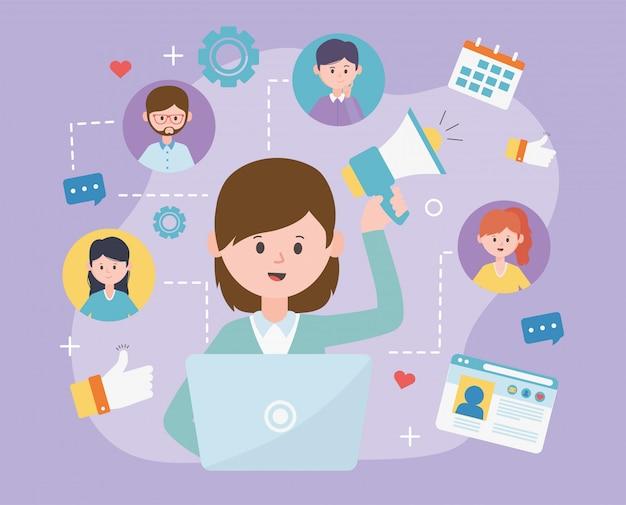 Mulher com laptop e megafone rede de mídia social