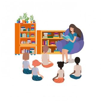 Mulher, com, livro leitura, em, a, sofá, e, crianças
