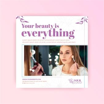 Mulher com maquiagem cosmética modelo panfleto quadrado