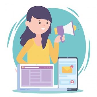Mulher com megafone, laptop e smartphone, marketing e-mail, rede social, comunicação e tecnologias