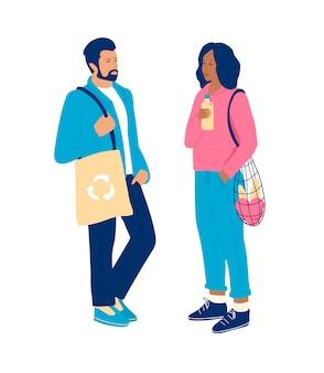 Mulher com saco de cordas e garrafa de água reutilizável e homem com saco de compras de têxteis. zero conceito de desperdício.