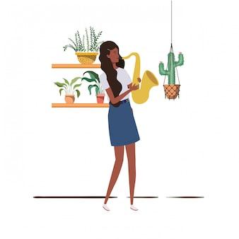 Mulher, com, saxophone, e, houseplants, ligado, macrame, cabides