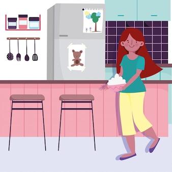 Mulher com tigela nas mãos na cozinha