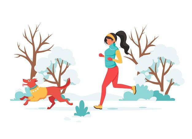 Mulher correndo com um cachorro no inverno