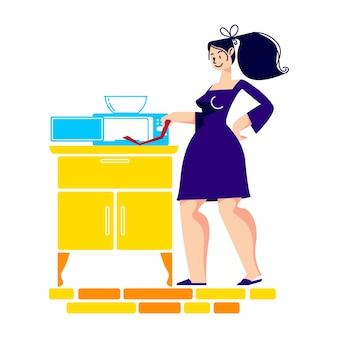 Mulher cozinhando comida em forno de microondas.