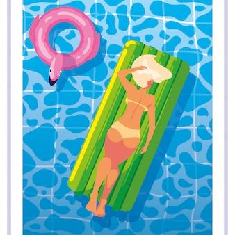 Mulher de bronzeamento em flutuar na piscina
