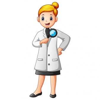 Mulher de cientistas em jalecos segurando uma lupa