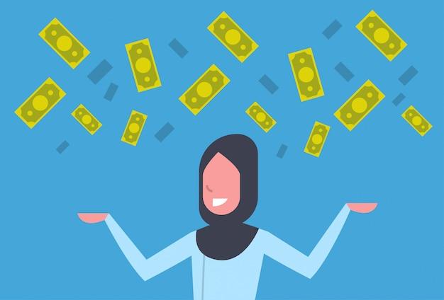 Mulher de negócios árabes ricos jogando dinheiro até conceito de sucesso financeiro de empresária muçulmana
