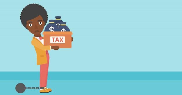 Mulher de negócios encadeada com sacos cheios de impostos