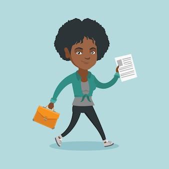 Mulher de negócios, executando com maleta e documento