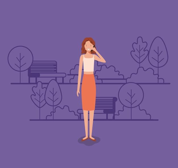 Mulher de negócios jovem com smartphone no parque