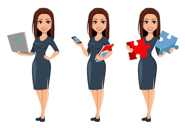 Mulher de negócios jovem e moderna segurando um laptop segurando um smartphone e duas peças de um quebra-cabeça
