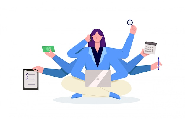 Mulher de negócios jovem multitarefa dos desenhos animados usando smartphone e laptop