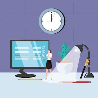 Mulher de negócios mini com monitor no local de trabalho