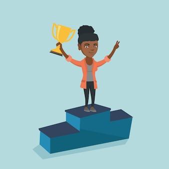 Mulher de pé sobre um pedestal com prêmio de negócios.
