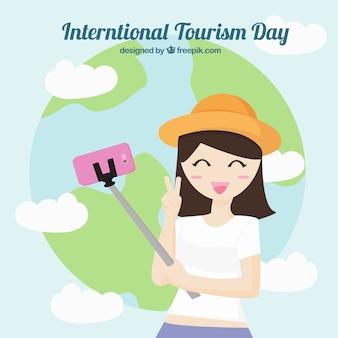 Mulher de sorriso que toma uma foto para o dia do turismo
